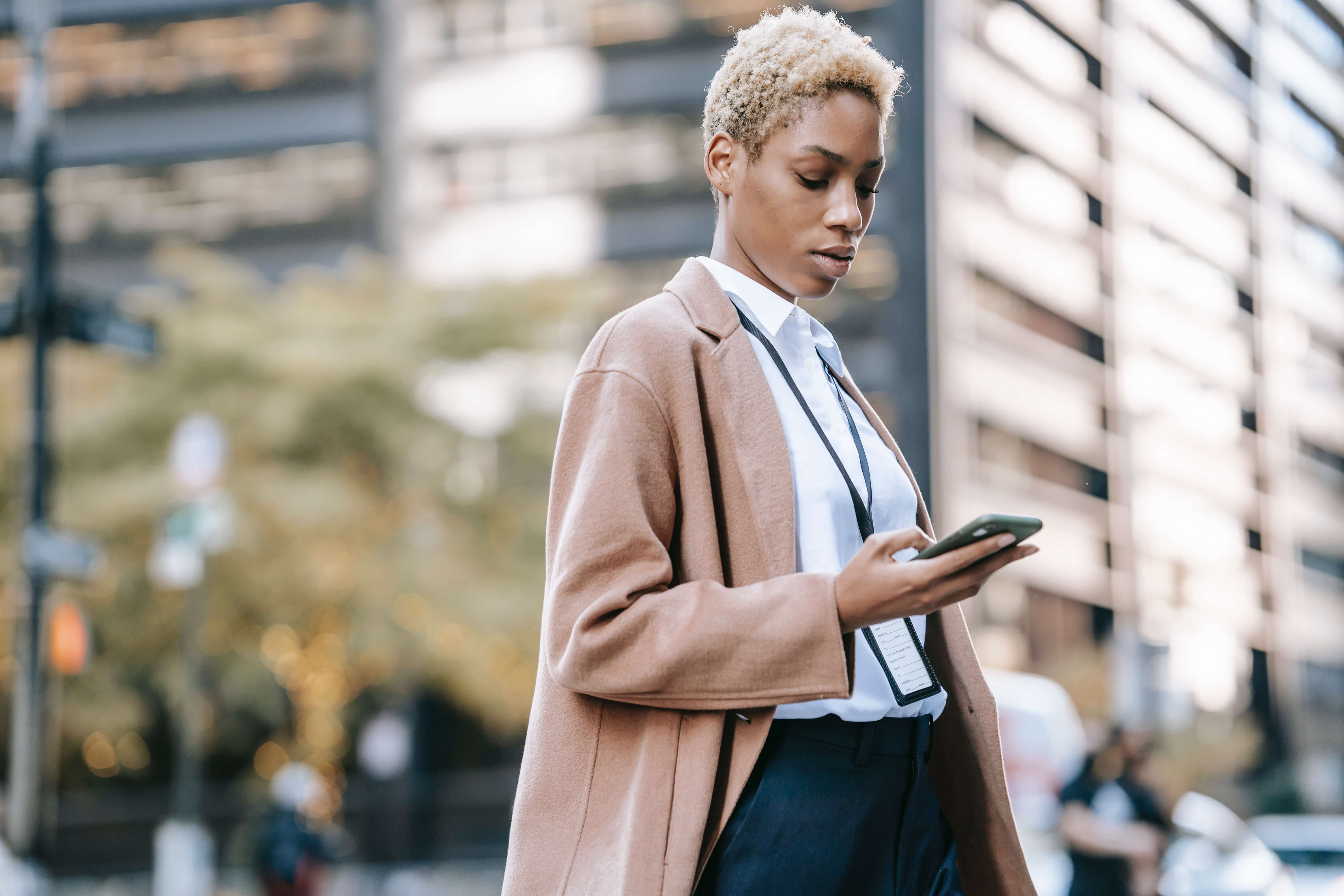 7 Auto-Reply Text Message Examples to Save You Time